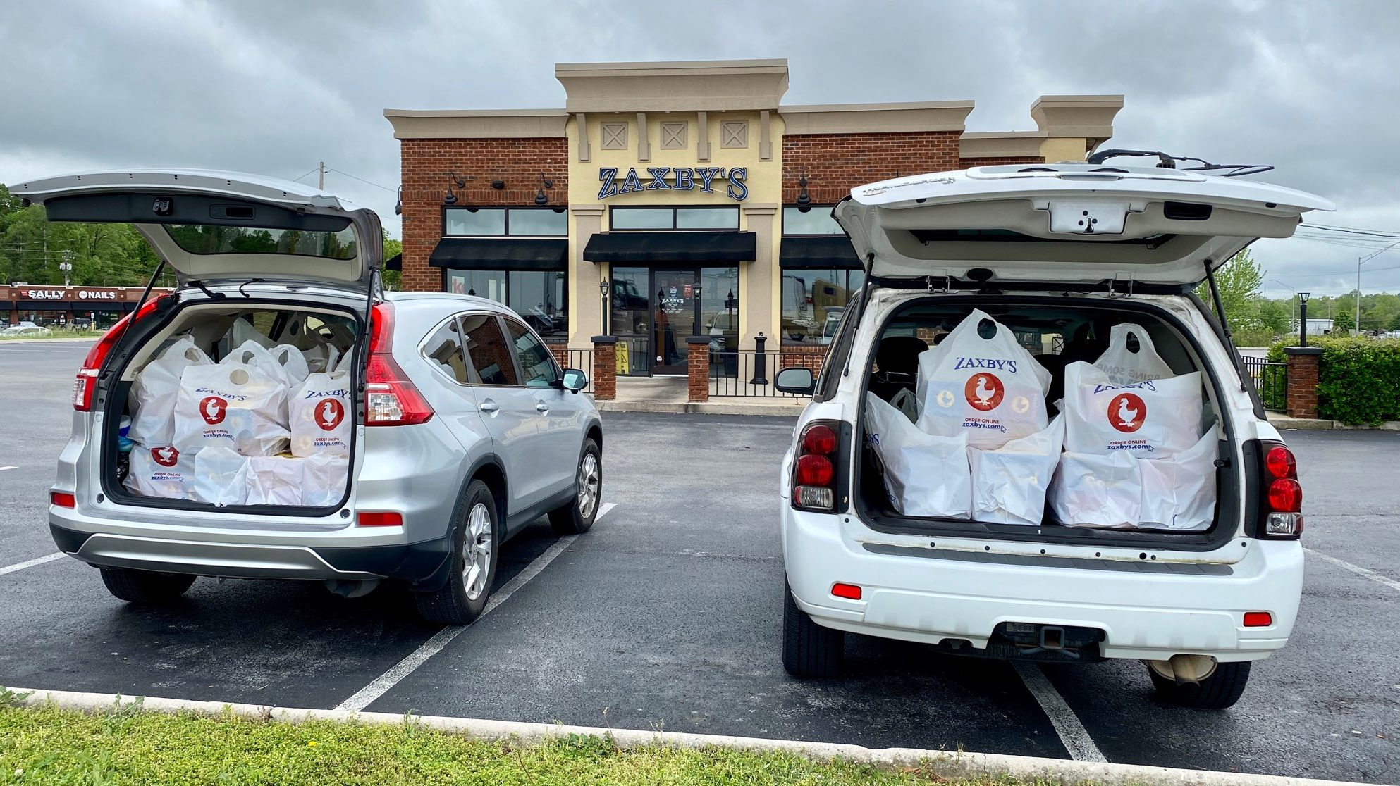 Thank you, Zaxby's of Crossville, for thoughtfully donating 200 hundred lunches in support of the heroes at Cumberland Medical Center.